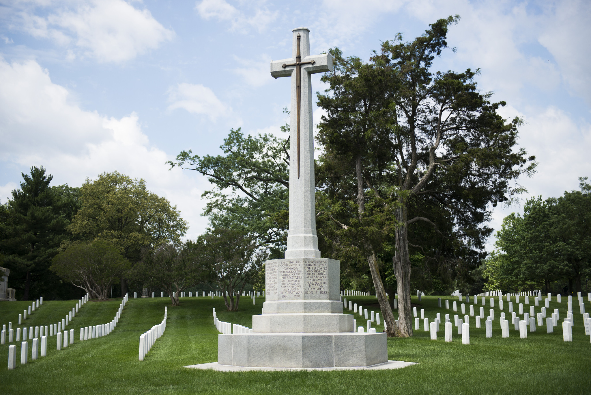 The Canadian Cross of Sacrifice memorial, whose inscription reads, Erected by the government of Canada in honour of the citizens of the United States who served in the Canadian Army and gave their lives in the Great War, 1914-1918
