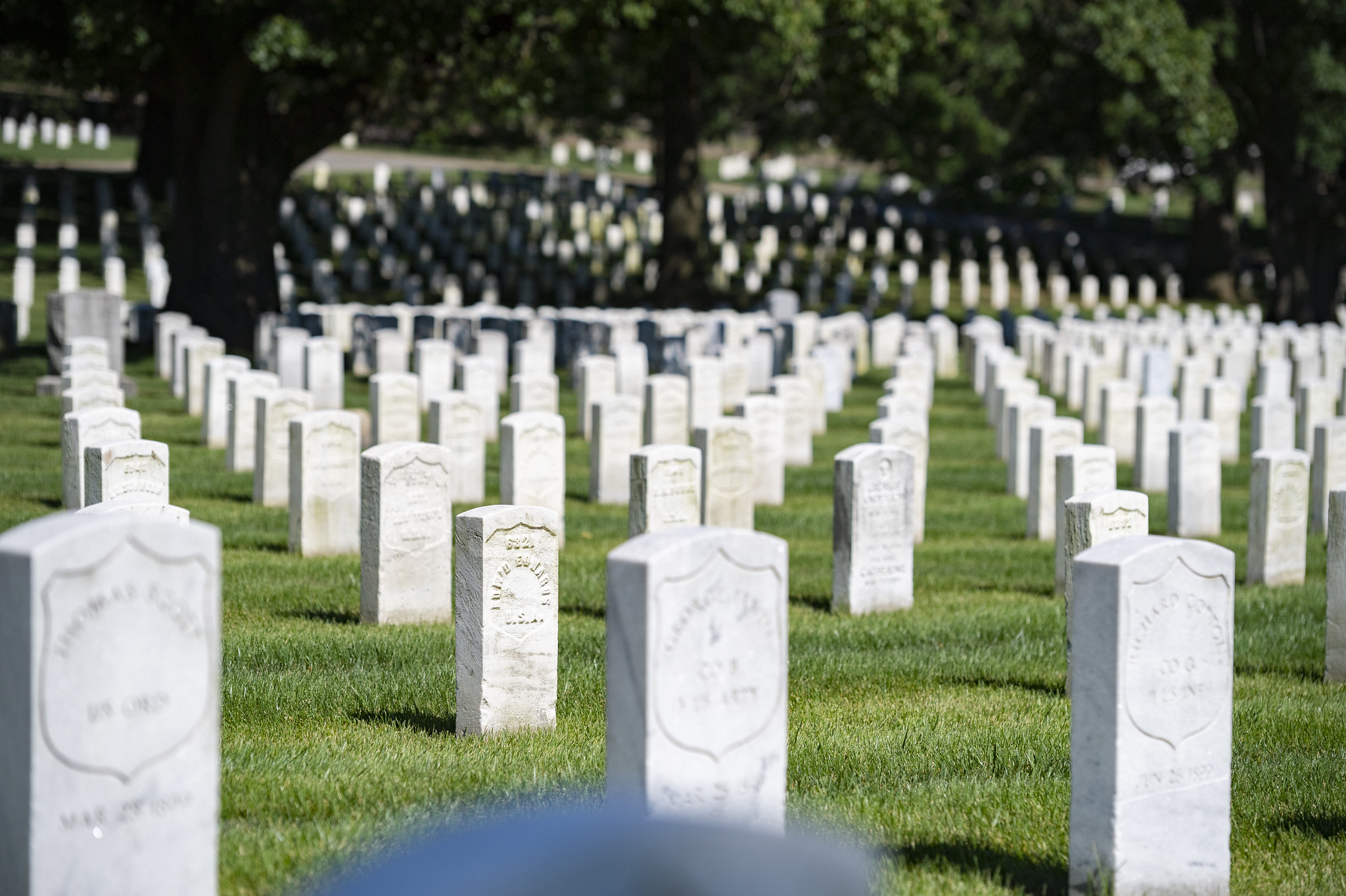 soldiers and airmens headstones